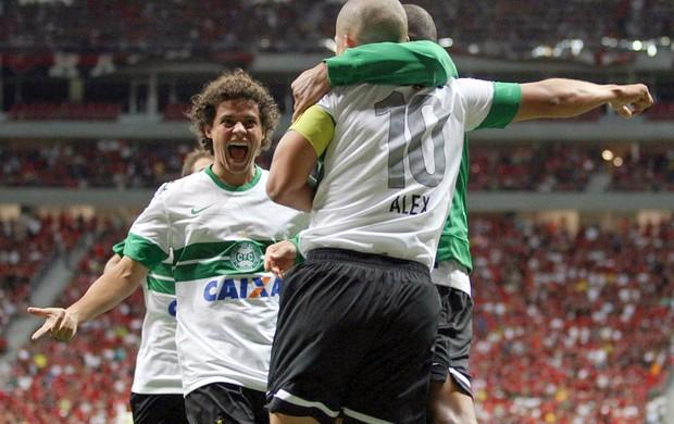 Coritiba Flamengo comemoração Alex Victor Ferraz (Foto: Divulgação / Site oficial do Coritiba)