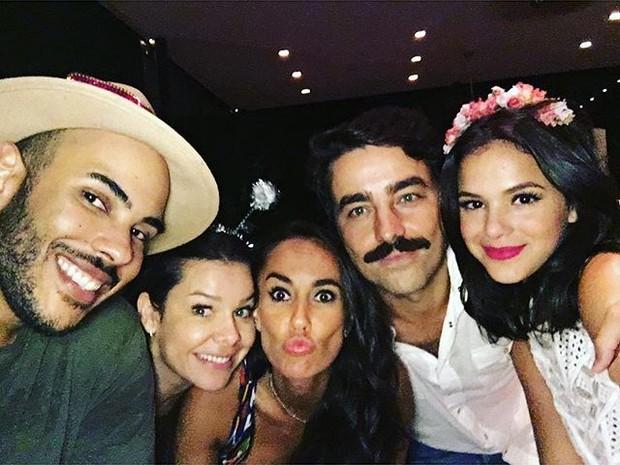 Hugo Gloss, Fernanda Souza, Francisca Pinto, Ricardo Pereira e Bruna Marquezine em festa no Rio (Foto: Instagram/ Reprodução)