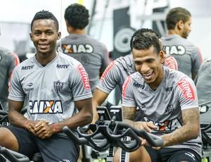 Cazares e Otero, do Atlético-MG (Foto: Bruno Cantini / Atlético-MG)