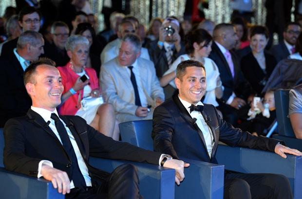 Vincent Aubin (à esquerda) e Bruno Boileau sorriem nesta quarta-feira (29) durante seu casamento, o primeiro casamento gay oficial da França, em Montpellier (Foto: AFP)
