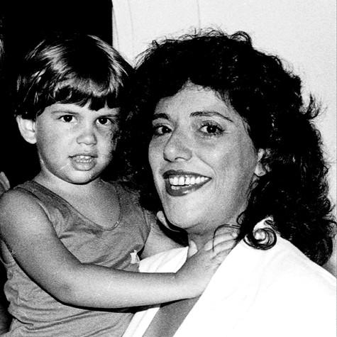 Duda NAgle, no ar em 'Salve Jorge', com a mãe, Leda (Foto: Cristina Granato)