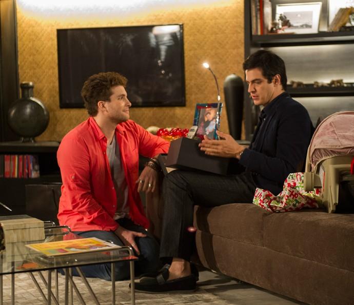 Thiago Fragoso contracena com Mateus Solano em 'Amor à Vida' (Foto: Globo/Estevam Avellar)