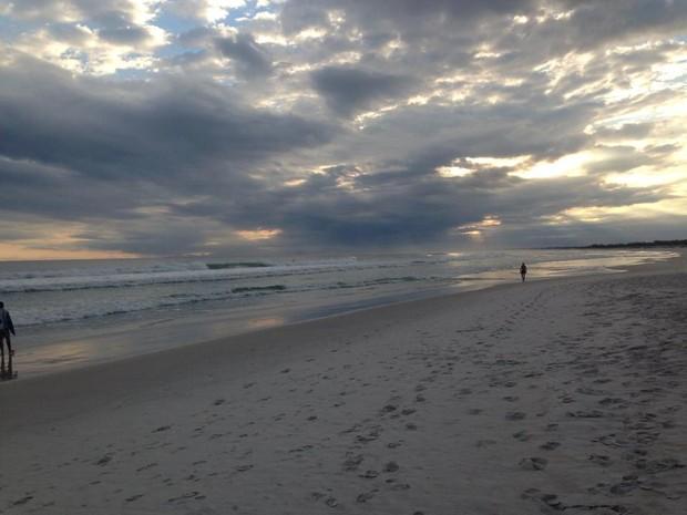 Turista tem 20 anos e está desaparecido depois de se afogar com duas amigas. (Foto: Heitor Moreira/G1)