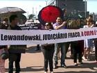 Ministro Ricardo Lewandowski é recebido com protesto no Acre
