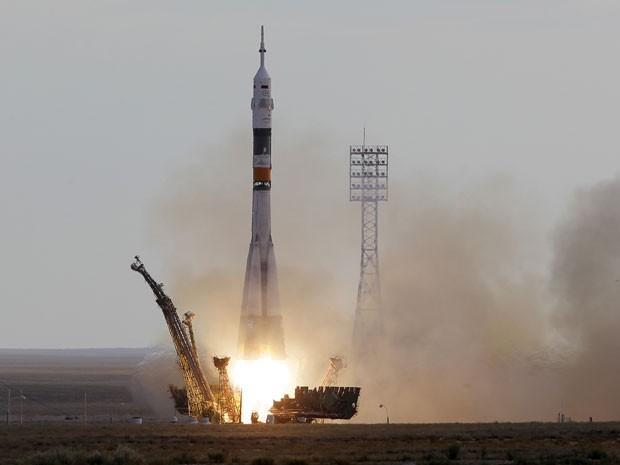 Nave espacial russa Soyuz decolou do Cazaquistão em direção à ISS (Foto: AP Photo/Dmitry Lovetsky)
