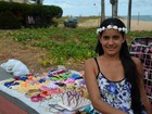 'Não dependo de ninguém', diz mulher que vende artesanato em praias da PB
