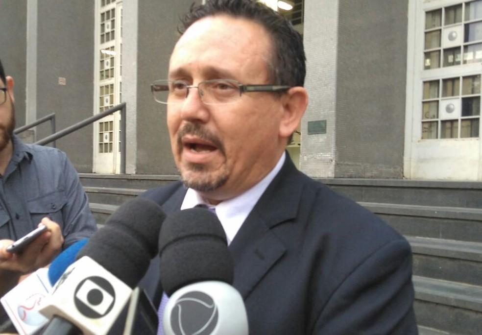 Advogado disse que jovem relatou em depoimento pai tinha chicote (Foto: José Claudio Pimentel/G1)