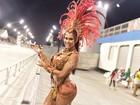 Gracyanne Barbosa rouba a atenção em ensaio do carnaval em São Paulo