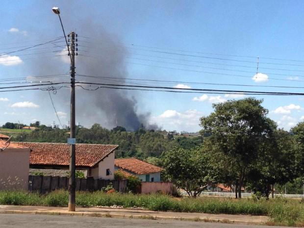 Fábrica de tecidos pega fogo em Tietê (Foto: Telespectador/ TEM Você)