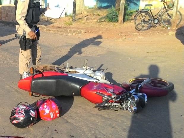 Colisão com van provocou morte de motociclista (Foto: Divulgação/Bombeiros)