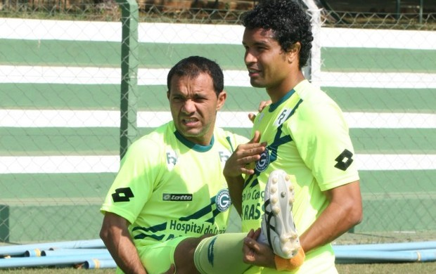 Dudu Cearense e Iarley, em treino do Goiás (Foto: Rosiron Rodrigues/Goiás E.C.)