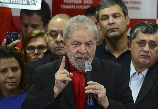 O ex-presidente Luiz Inácio Lula da Silva fala sobre a condenação por corrupção pelo juiz federal Sérgio Moro (Foto: Rovena Rosa/Agência Brasil)