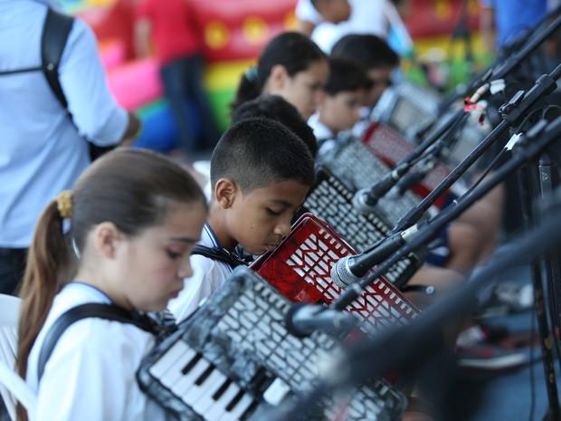 A Orquestra Sanfônica é composta por cerca de 20 crianças. Os alunos têm aula de sanfona uma vez por semana (Foto: Ares Soares/Unifor)