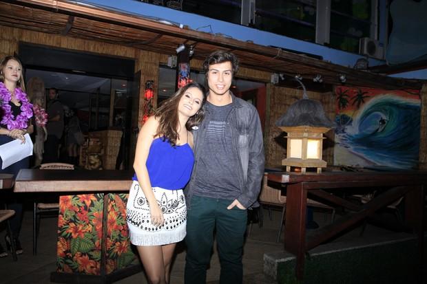 Francisco Vitti com a namorada  (Foto: Anderson Barros / Ego)