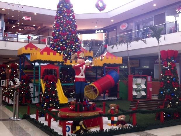 O Encantado Mundo dos Brinquedos é o tema da decoração de Natal do Buriti Shopping, em Aparecida de Goiânia, Goiás (Foto: Divulgação)