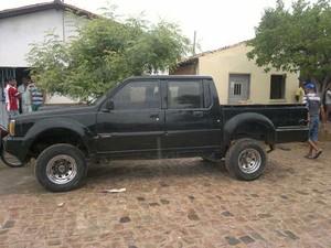 Carros roubados foram apreendidos também pelos policiais (Foto: Divulgação)