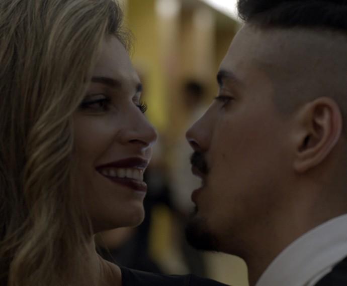 Larissa passou a usar drogas com Sam (Foto: TV Globo)
