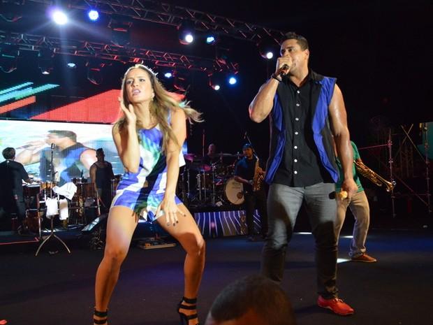 Claudia Leitte e Xanddy em show em Salvador, na Bahia (Foto: Felipe Souto Maior/ Ag. News)