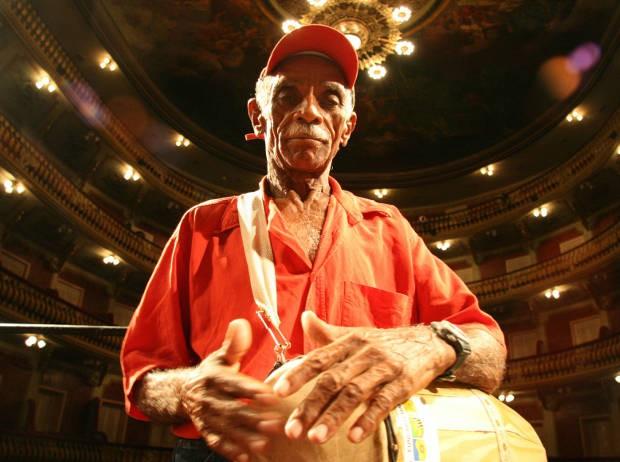 Por sua importante contribuição para a cultura popular paraense, Cardoso foi homenageado pela Orquestra Sinfônica no Theatro da Paz, em 2008. (Foto: Claudio Pinheiro/Amazônia Hoje)