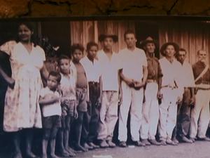 Na adolescência, José Rico (ao lado da criança) foi para o Paraná com a família (Foto: Reprodução/ TV Asa Branca)