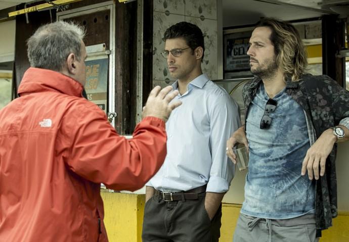 Cauã Reymond e Vladimir Brichta ensaiam com o diretor Marcus Figueiredo (Foto: Ellen Soares/Gshow)