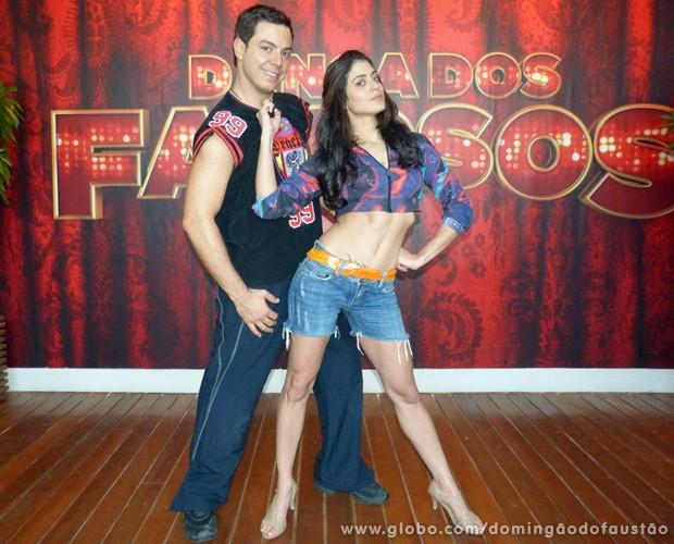 Carol Castro aparece exuberante para ensaio de funk do Dança dos Famosos (Foto: Domingão do Faustão/TV Globo)