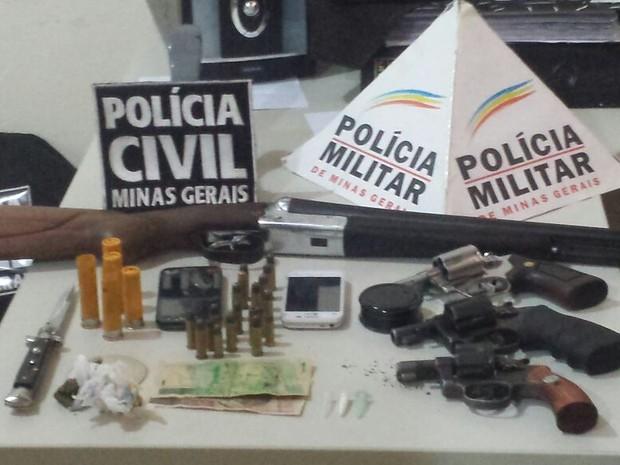 Material apreendido pela polícia (Foto: Polícia Civil/Divulgação)