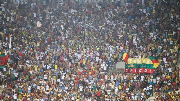 Torcida do Sampaio Corrêa tem comparecido nos jogos do Tricolor (Foto: Paulo Soares / O Estado)