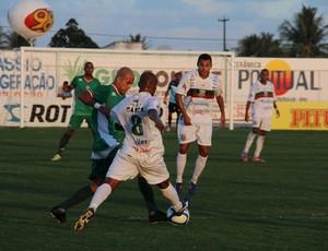 Lance de Alecrim x Baraúnas pelo Campeonato Potiguar (Foto: Gabriel Peres/Divulgação)