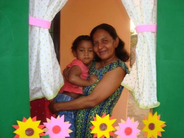 Cristina e a filha adotiva Sabrina. O processo de adoção levou nove meses para ser concluído. (Foto: Facebook/Reprodução)