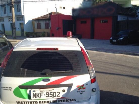 Boate fica em Florian�polis, pr�ximo ao terminal rodovi�rio (Foto: Naim Campos/RBS TV)
