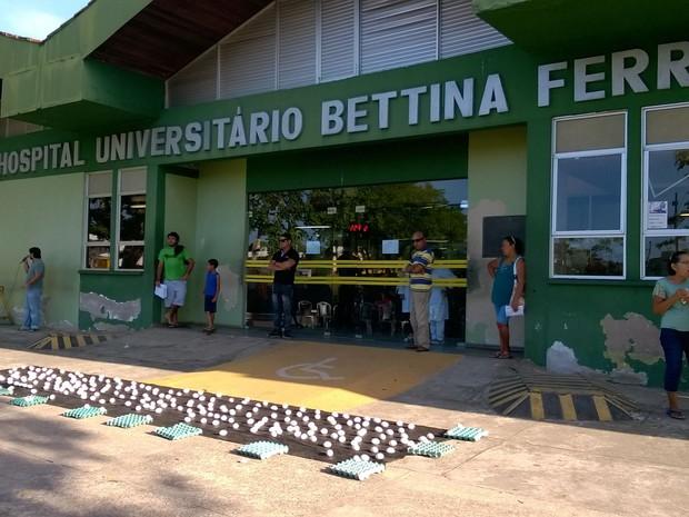 Comando Local de Greve dos técnico-administrativos da UFPA organiza protesto contra as demissões no Hospital Universitário Bettina Ferro de Souza (HUBFS) (Foto: Divulgação/ Sindtifes-PA)