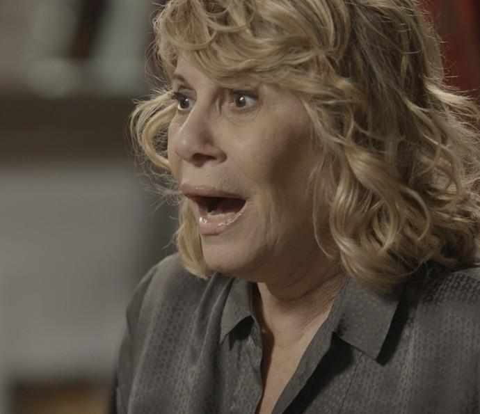 Nora fica chocada com a revelação da filha (Foto: TV Globo)