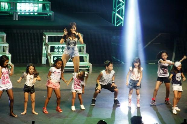 Anitta enche o palco de crianças em show no Rio (Foto: Graça Paes / Photorio News)