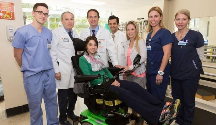 lais souza foto hospital miami equipe médica (Foto: Divulgação COB)