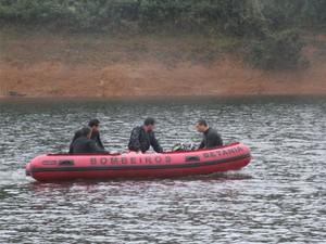 Naufrágio mata três da mesma família em Paraibuna (Foto: Carlos Santos/G1)