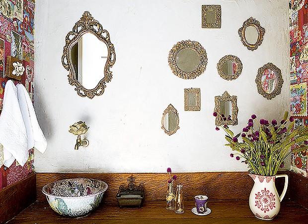 O espelho grande fica separado dos demais, que são menores (Foto: Edu Castello/ Editora Globo)
