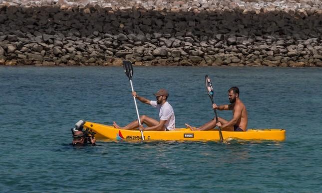 Dupla em ação com o caiaque em Santa Bárbara