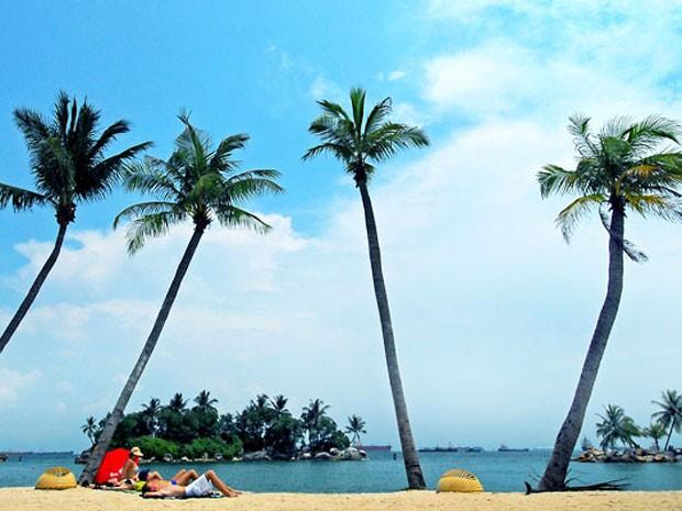 Praia na ilha de Sentosa, em Cingapura (Foto: Divulgação)