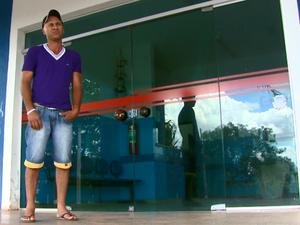 Único centro de saúde de Trabiju não abre aos fins de semana (Foto: Rodrigo Sargaço/EPTV)