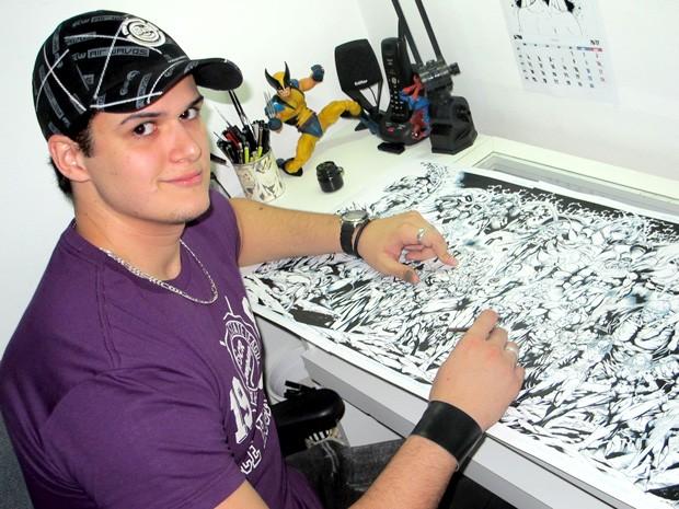 Aos 25 anos, Denis Freitas atua como arte-finalista desde 2007 (Foto: Lincoln Chaves/G1)