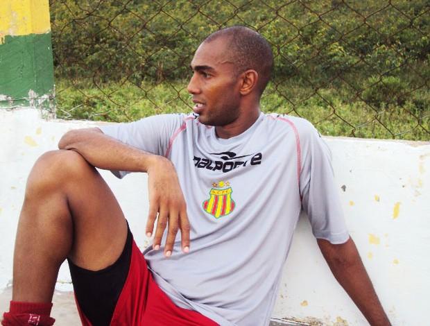 Arlindo Maracanã ainda sente dores (Foto: Afonso Diniz)