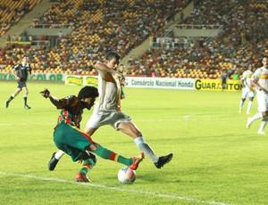 Denilson, lateral-direito do Sampaio Corrêa em jogo contra o Brasiliense (Foto: Biné Morais/O Estado)