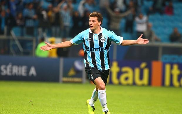 Elano comemora gol de falta do Grêmio contra o Vitória na Arena (Foto: Lucas Uebel/Grêmio FBPA)