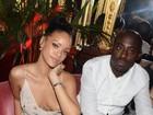 Sem sutiã, Rihanna mostra demais em festa cheia de famosas