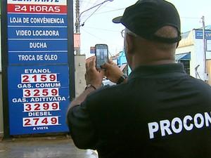 Procon vai passar por todos os postos nesta quinta-feira (Foto: Ely Venâncio/EPTV)