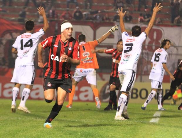 Paulo Baier gol Atlético-PR (Foto: Joka Madruga / Ag. Estado)