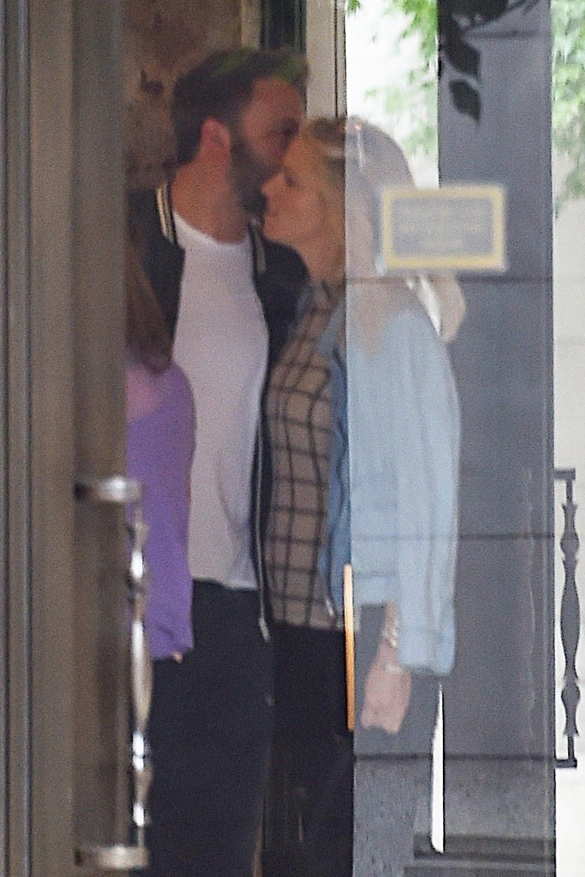 Ben Affleck e Lindsay Shookus (Foto: Backgrid)
