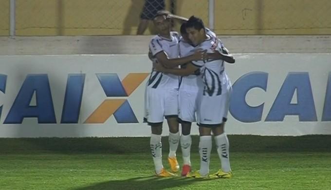 Diego Rosa comemora o segundo gol do Luverdense na vitória sobre o Boa Esporte (Foto: Reprodução Premierie FC)