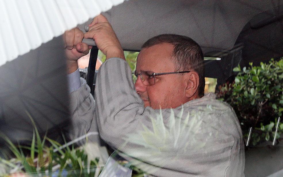 Preso, o ex-ministro Geddel Vieira Lima é conduzido da 10ª Vara da Justiça Federal de Brasília para o Complexo Penitenciário da Papuda (Foto: Dida Sampaio, Estadão Conteúdo)